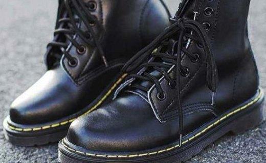 Dr. Martens 馬丁靴:頭層皮料舒適耐穿,經典圓頭時尚百搭