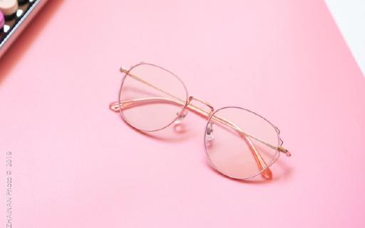 還在懼怕藍光危害?試試這款阻隔率超高的眼鏡,還能讓你秒變職場女神!