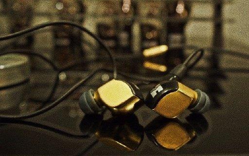 试听首款纳米振膜耳机,感觉卖一万多很值! — Hifiman re2000入耳式耳机万博体育max下载