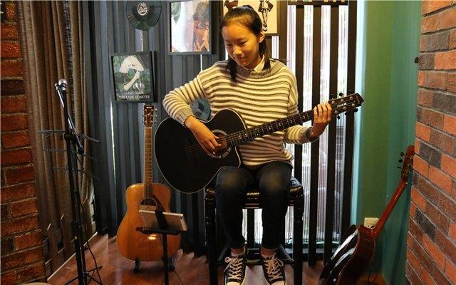 能邊玩邊學的智能吉他,小白都能輕松上手變大神