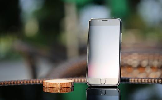專為父母設計的21克新款手機,遠程協助超方便