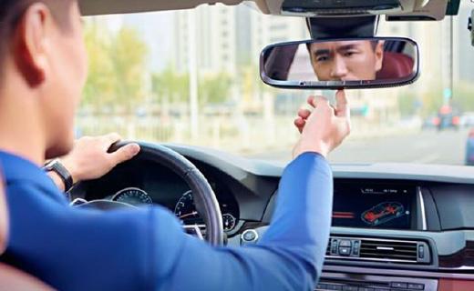 功能超多的智能后视镜,语音手势操控更安全