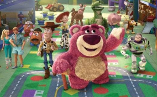迪士尼草莓熊毛绒玩具:玩具总动员同款,手感柔软送女票必备