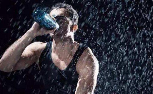 安德玛 Draft运动水杯:材质健康安全耐温好,密封防漏运动健身必备