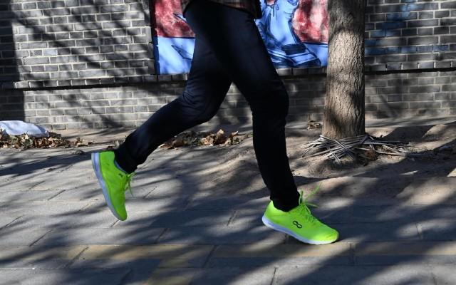 輕便易回彈,貼身全馬教練,咕咚智能跑鞋42K體驗