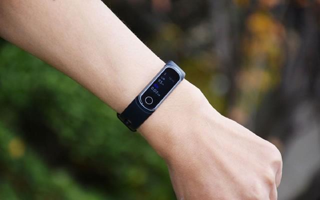 七个维度万博体育max下载荣耀5i手环,越来越像腕机了