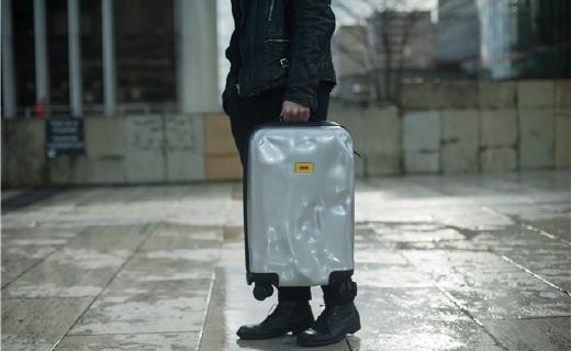 酷到没朋友的破烂行李箱,不止摔不烂还不怕丢