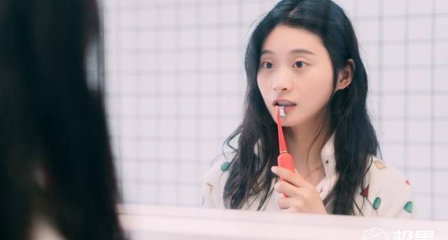 """「體驗」刷牙這件""""小""""事:高顏值XESS光波雙凈智能牙刷,讓刷牙都變得有儀式感"""
