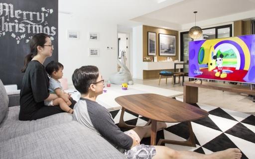 動動嘴就能操控,三星MU7700 4K超高清電視體驗   視頻