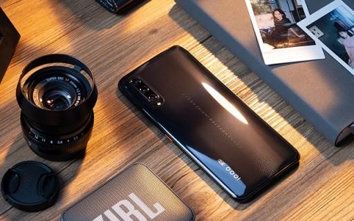 讓攝影師可以云修圖,偶爾還能秒變放大鏡!這款5G手機真牛逼!