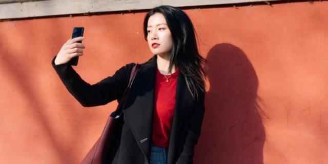 最合适拍Vlog的手机!高?#32617;?#23567;姐姐用它探索?#26412;?#32993;同文化