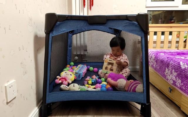三个柚子多功能婴儿床1秒收放,游戏睡眠二合一,让你轻松带娃