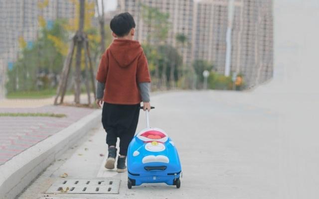 造型呆萌特能装,小孩子旅行最佳拍档——哆啦A梦 立体儿童行李箱体验 | 视频