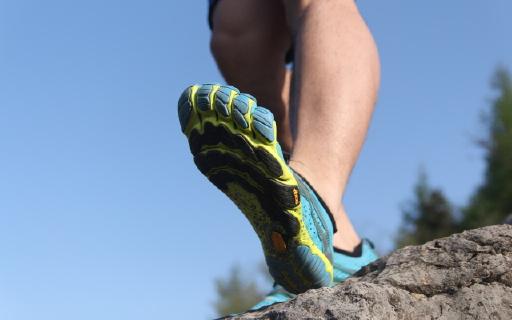 vibram五指鞋?#22836;?#21407;始跑步脚感,大神都靠它练级