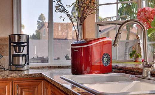 超方便的便携制冰机,一杯水几分钟马上变冰块
