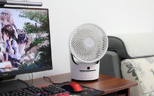 二百多的京造空氣循環風扇可迅速降溫,遙控定時還可360度旋轉
