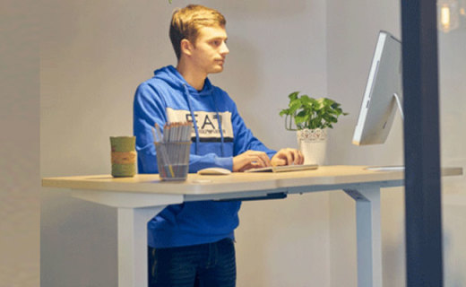 9-A-M智能升降桌:人體工學舒適辦公,手機遙控高度隨心可控