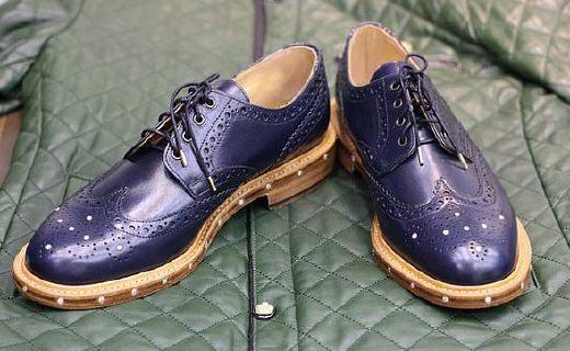 """英國設計師打造""""最貴男鞋"""":68顆真鉆加身,連鞋帶頭都是金的……"""