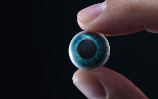 黑科技!硅谷创业公司制造出一款隐形眼镜大小的智能AR眼镜