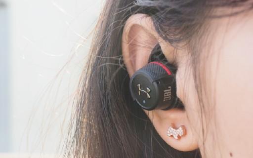 锻炼最佳音?#21482;?#20276;,专为运动而生— JBL UA FLASH 真无线运动耳机测评