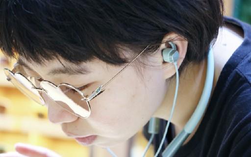 顏值與性能兼具的耳機,讓你忘卻充電煩惱,盡享輕盈的音樂之旅!