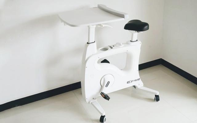 升降桌和健身車二合一,讓我辦公健身兩不誤 — 樂歌 樂小白V9居家多功能娛樂學習車體驗 | 視頻