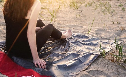 Matador mini版野餐垫:折叠后如钥匙扣大小,重量仅28g