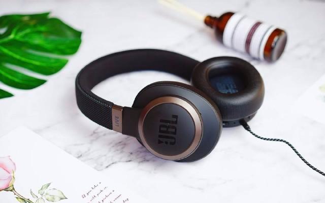 是藍牙耳機,更是AI智能耳機 | JBL LIVE650BT評測