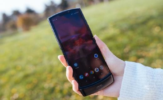 Moto Razr折叠屏手机腮红金发布,或于二季度在国内上市