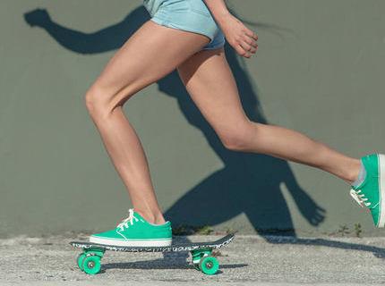 迪卡儂楓木滑板:小巧體型容易掌握,適合初學者使用