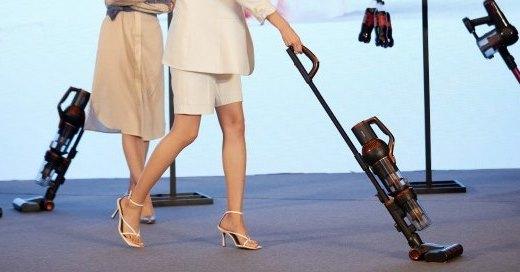 為中國姑娘設計的立式吸塵器!兩指即可輕便操作,做家務愜意如跳舞~