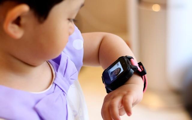 除了视频电话,还能提高孩子英语口语能力,搜狗糖猫儿童手表