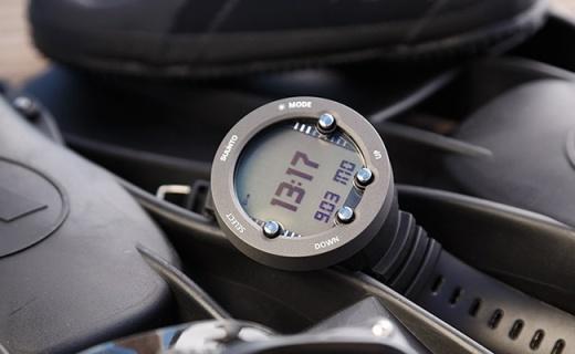 苹果表又如何?#31354;?#20123;智能腕表上山下海还能测得准
