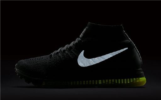 收起烂大街的小白鞋 Nike高端黑跑鞋霸气出世