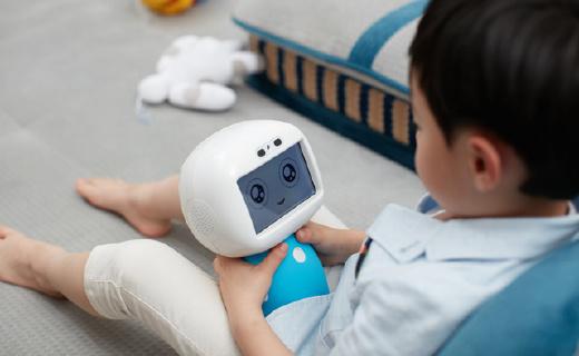 有云端知識庫的兒童機器人,跟孩子一同成長!