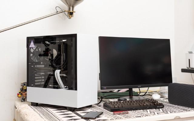 九千預算的白色游戲電腦主機