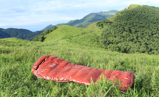 輕量化鵝絨睡袋,讓你野營睡得舒適溫暖!