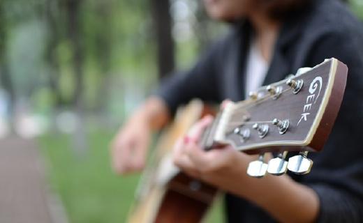 GEEK智能吉他真實彈奏體驗,校園妹子傾情演繹
