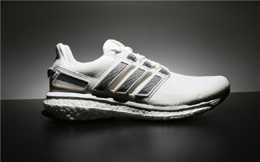 阿迪推出全新配色跑鞋,小白鞋家族又添新成员