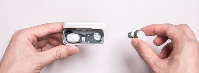 耳機纏繞太麻煩?這款小巧又靈敏的耳機,讓你輕松享受聽覺盛宴!