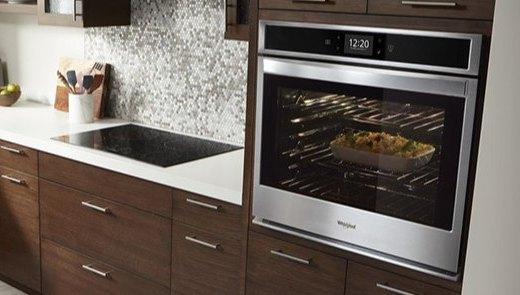 烤箱也疯狂:Whirlpool 发布了一款能使用 AR 烘焙的智能烤箱