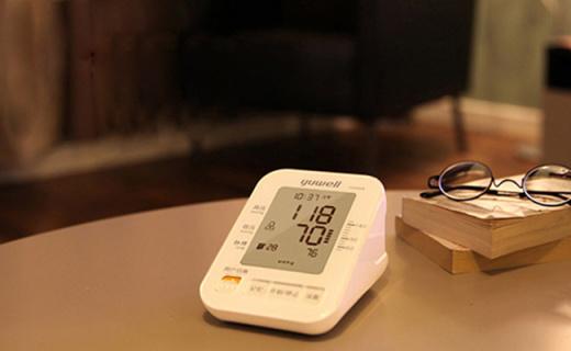 鱼跃YE-680A血压计:DFFA算法测?#28900;?#20934;,可自检佩戴是否正确