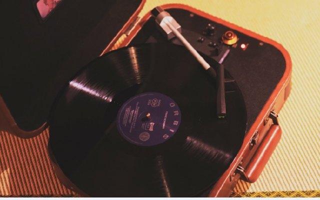 黑膠唱片回潮—回到最初的音樂載體,那一直都存在的黑膠唱機