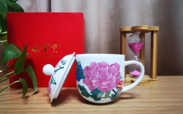 國瓷紅官窯貴妃杯|醴陵釉下五彩陶瓷杯,紫牡丹氣質呈現的古典美