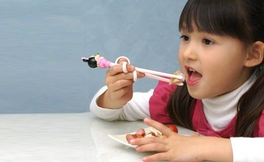 Pororo兒童學習筷:玉米纖維材質安全無毒,鍛煉寶寶手部靈活性