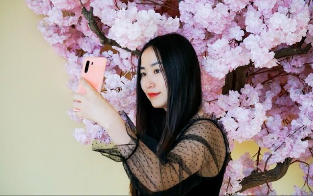「體驗」最適合拍妹子的5G手機!50mm人像鏡頭加大光圈,怎么拍都好看!