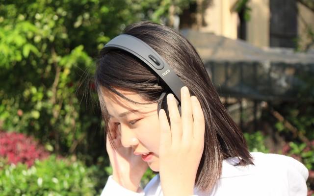 AI加持自动开关机+定制化音质、头戴+入耳一体