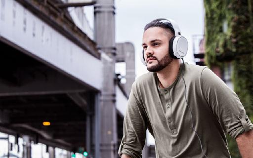 赛睿新系列耳机,外形漂移音质感人
