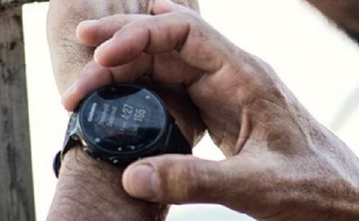 佳明運動智能手表:全天候智能心率監測,GPS定位更方便