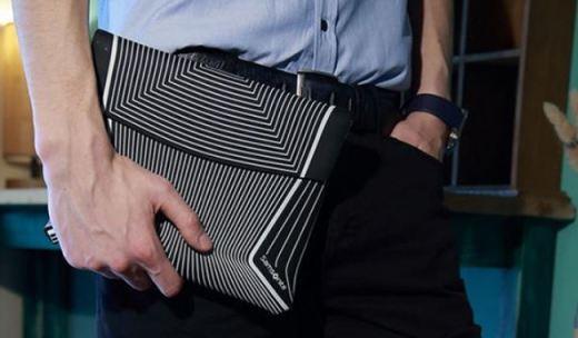 新秀丽电脑包:防震棉材质?;ど璞赴踩?,结构主义图案时髦炫酷